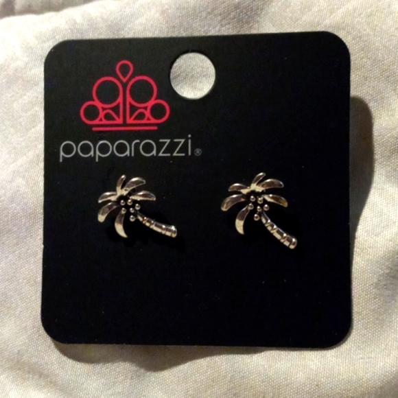Paparazzi Silver post earrings